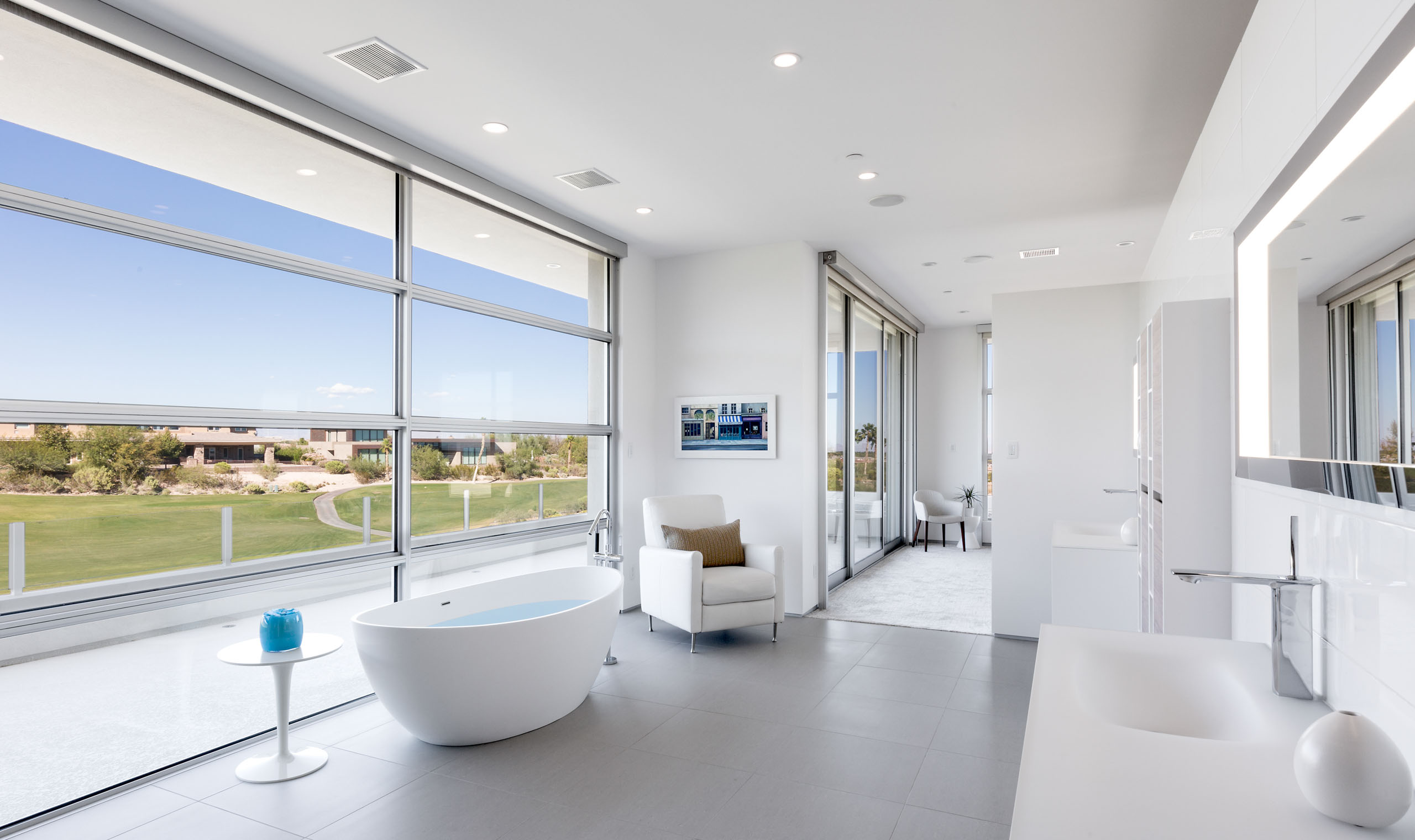 A wall of windows bathes the bathroom in California sunshine.