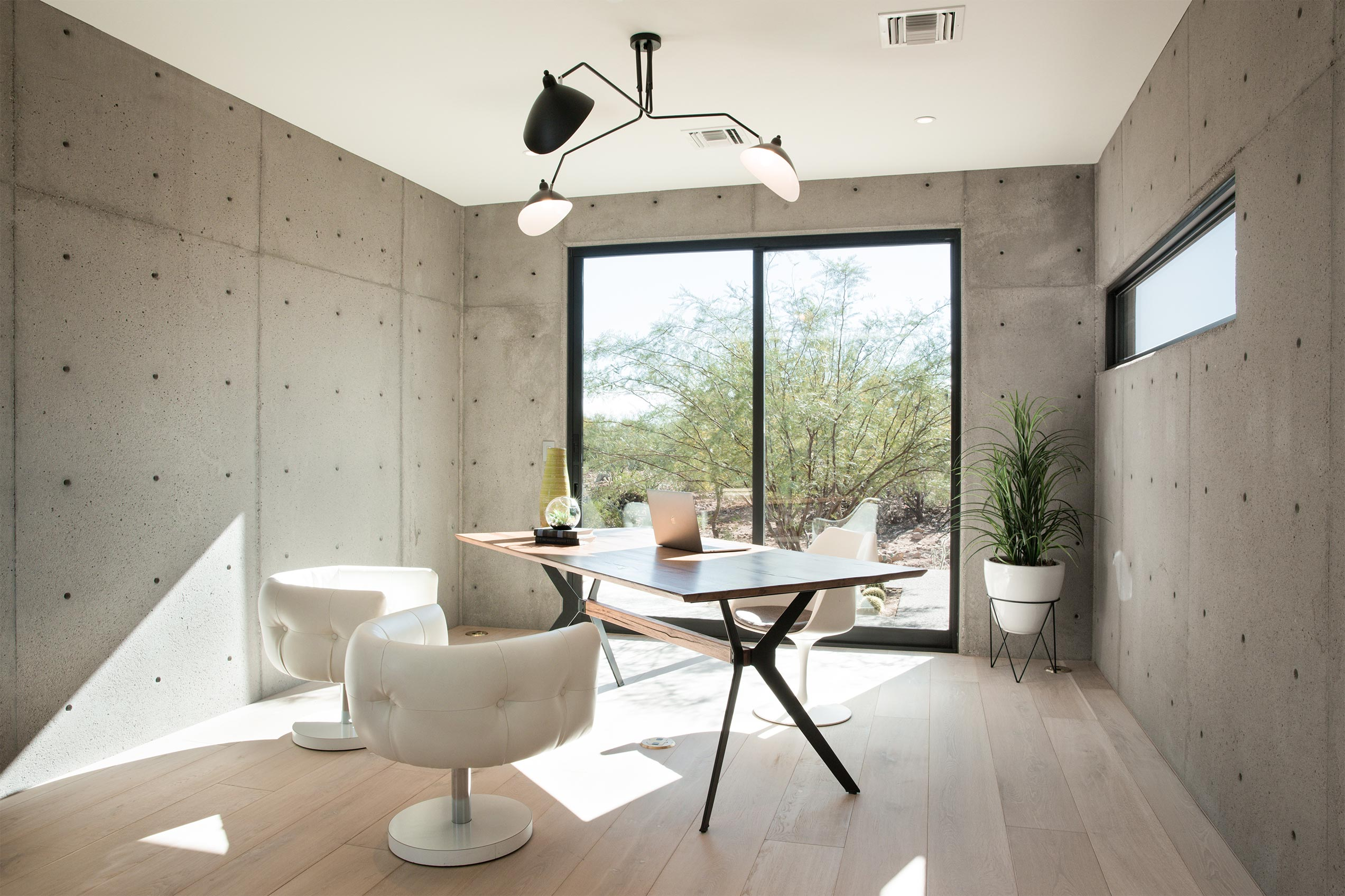 An organic palette of materials and Western Window Systems products give the home a modern feel.