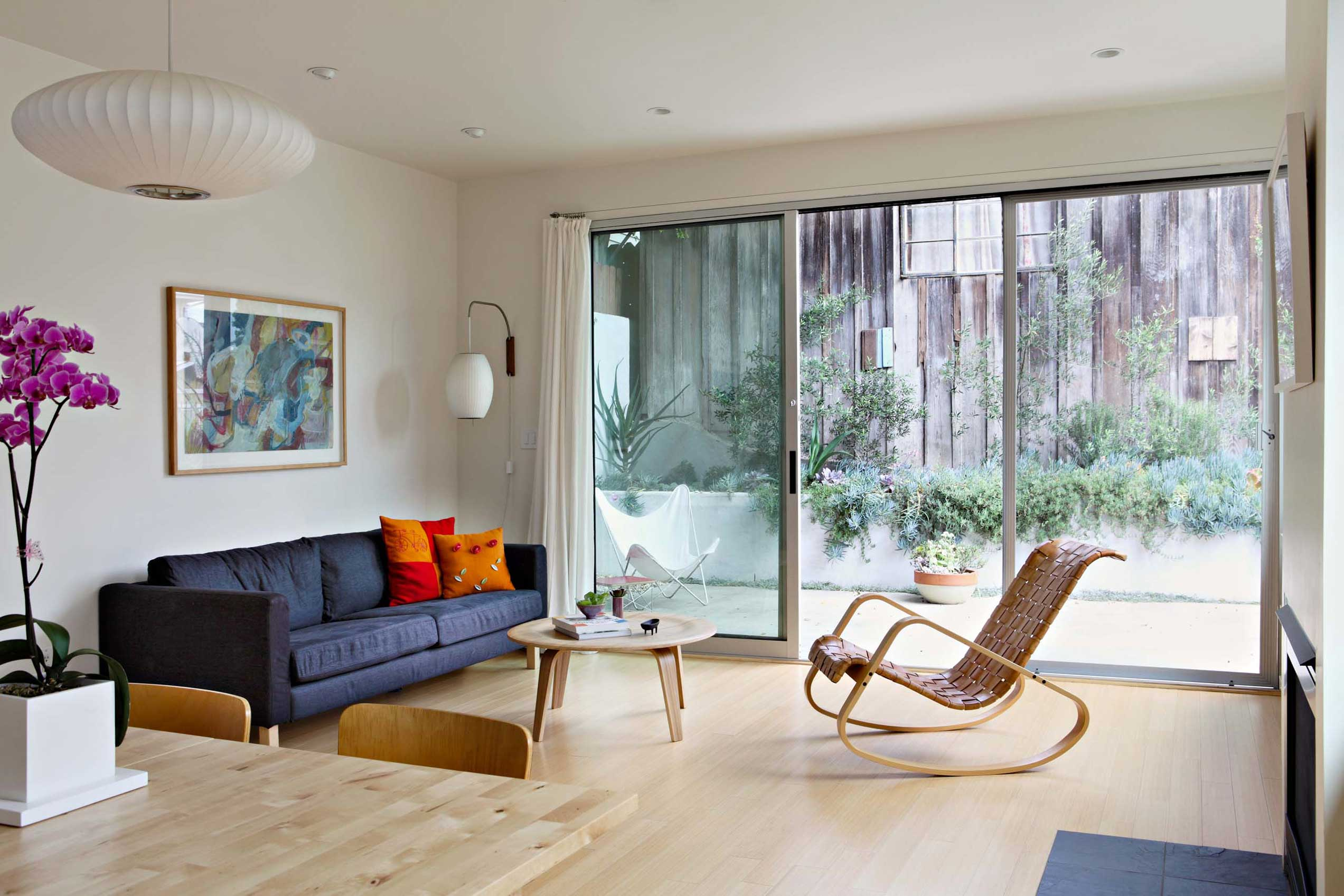 A large moving wall of glass lets in fresh Santa Monica breezes.