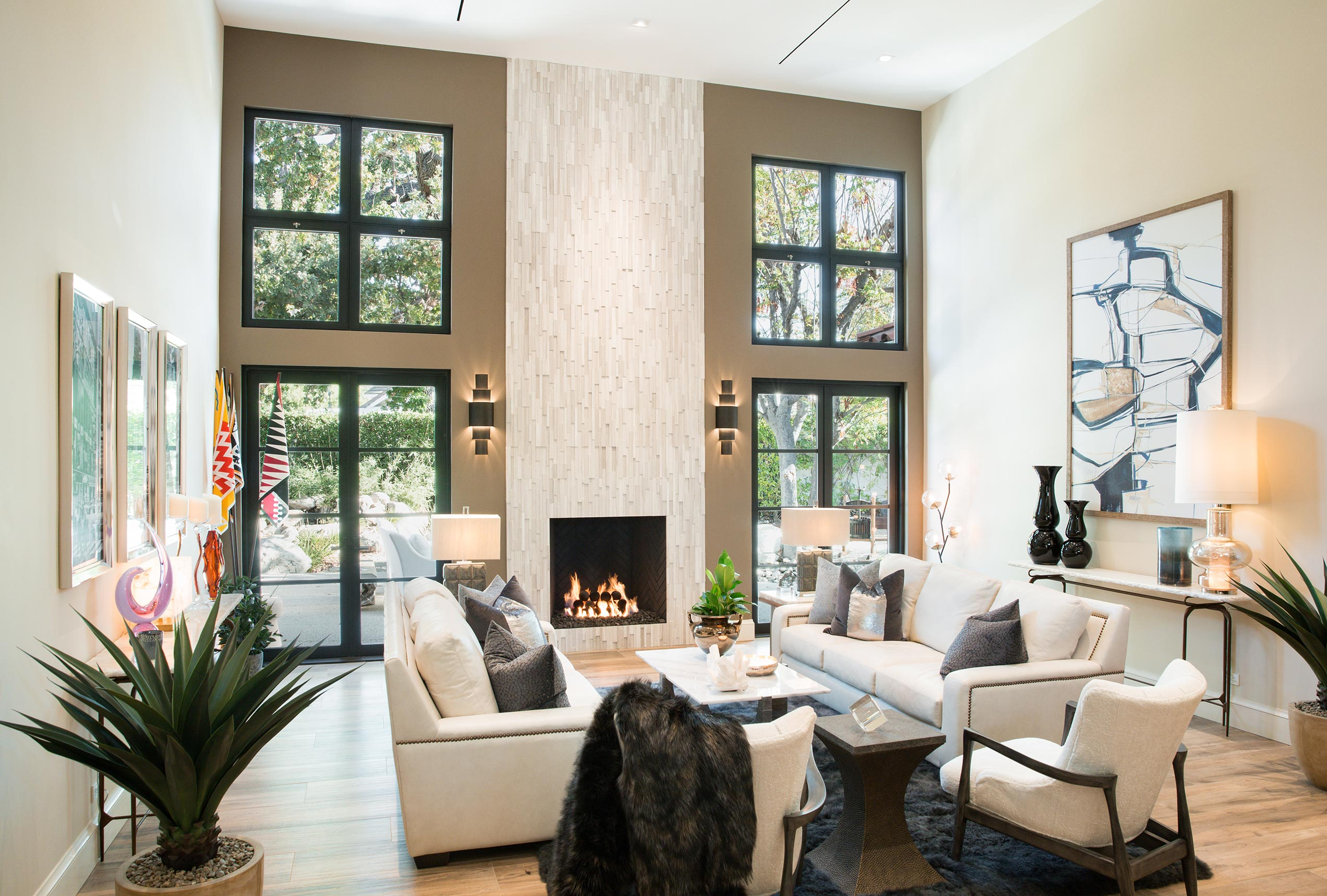 The fireplace is framed by Series 900 Hinged Doors and Series 670 hopper windows.