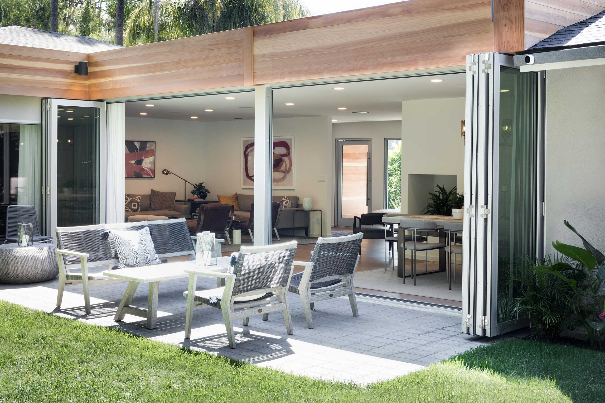 When opened, the two four-panel bi-fold doors let fresh Southern California air course through the living/dining area.