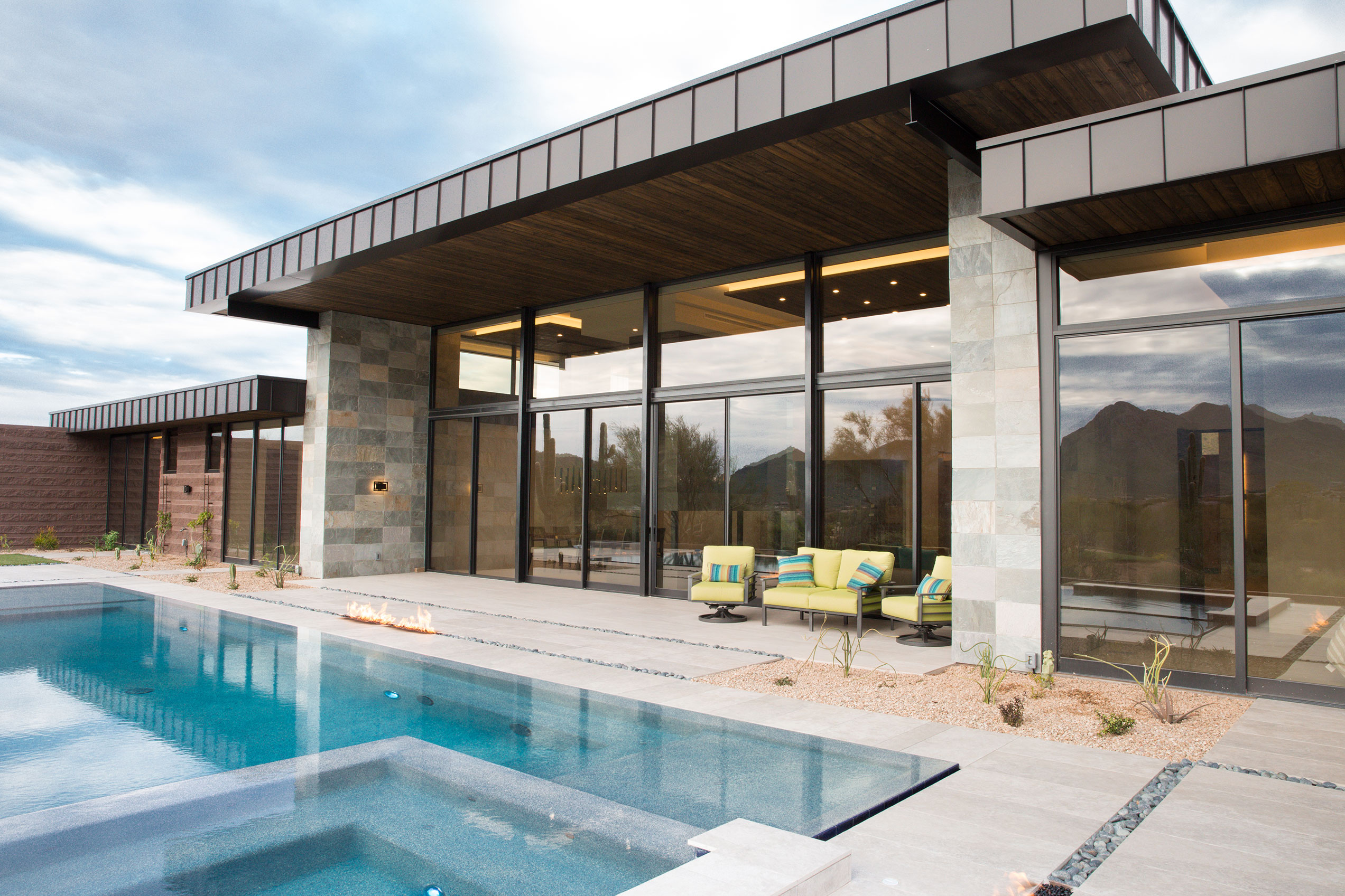 To capitalize on the desert landscape, architect Mark Sever went big with glass, incorporating floor-to-ceiling sliding patio doors.