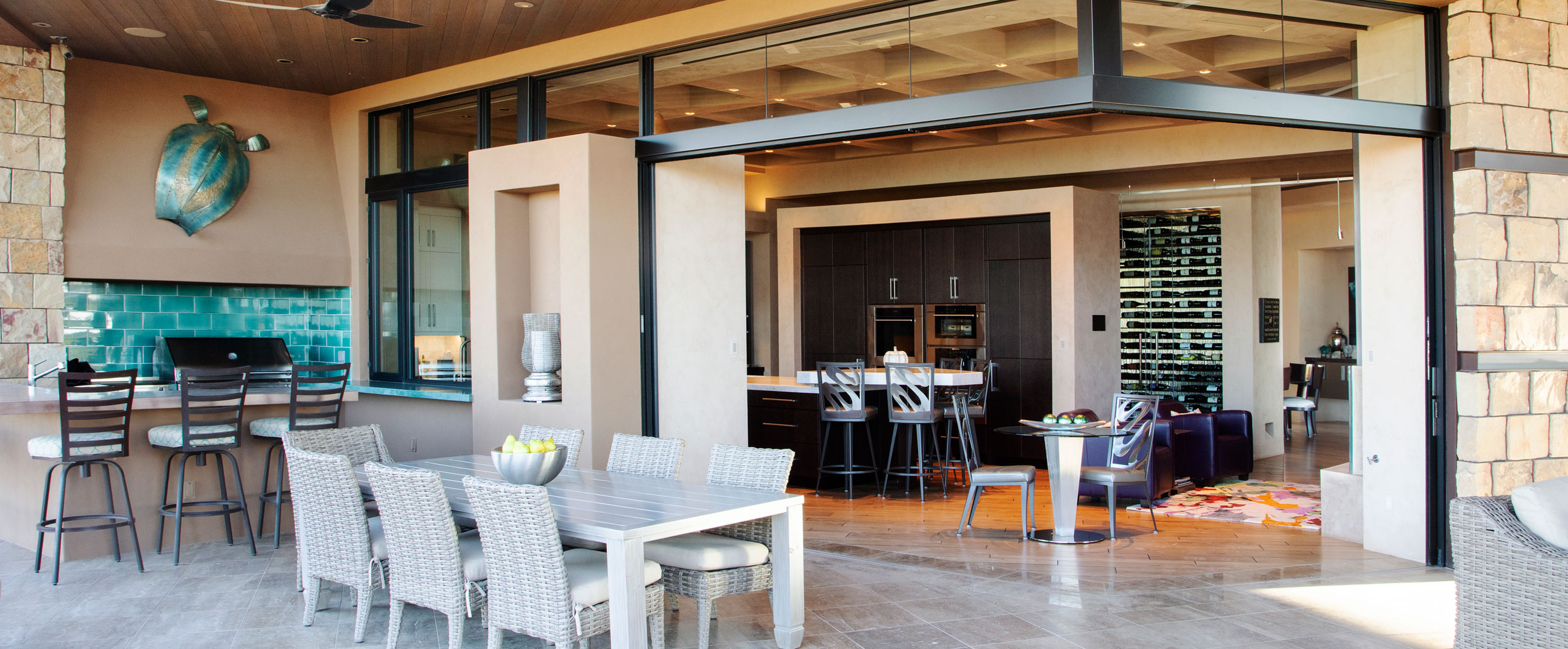 A 90-degree configuration of multi-slide doors creates an indoor-outdoor dining area.
